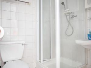 A bathroom at The Glyndale Hotel