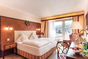 A bed or beds in a room at Bellevue Rheinhotel