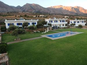 The swimming pool at or near Studios Fokies