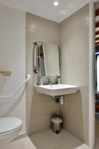 Salle de bains dans l'établissement Domaine de la Clauzade