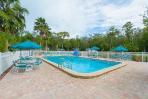 The swimming pool at or close to Homosassa River RV Resort