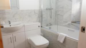 A bathroom at The Horseshoe Inn