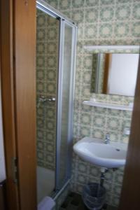 Ein Badezimmer in der Unterkunft Gästehaus Charlotte