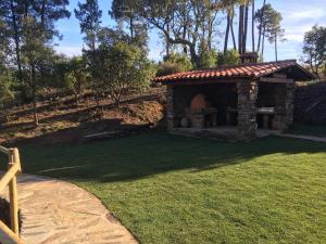 Jardín al aire libre en Las Estrébedes Casa Rural