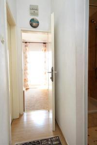 Łazienka w obiekcie Apartments and rooms by the sea Molunat, Dubrovnik - 2137