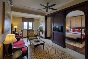 Ein Sitzbereich in der Unterkunft La Residencia . A Little Boutique Hotel & Spa