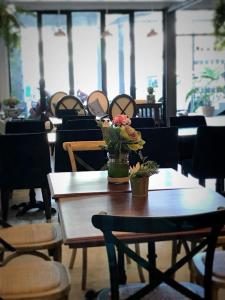 A restaurant or other place to eat at Bloom Boutique Hotel & Cafe