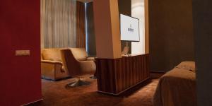 Uma área de estar em Avenue Hotel Baku