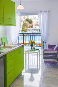 A kitchen or kitchenette at Sea View Apartments