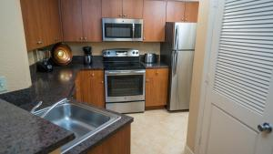 A kitchen or kitchenette at Mizner Place at Weston Town Center