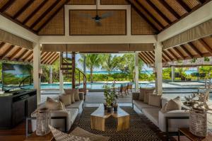 A restaurant or other place to eat at Four Seasons Resort Maldives at Landaa Giraavaru