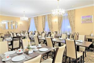 A restaurant or other place to eat at Rixwell Gertrude Hotel