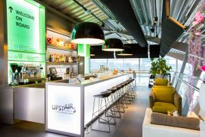 The lounge or bar area at Tulip Inn Eindhoven Airport