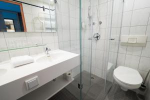 A bathroom at AMBER ECONTEL Berlin Charlottenburg