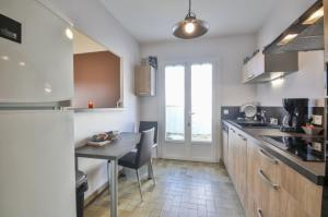 A kitchen or kitchenette at Les Bussoleries