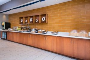 A restaurant or other place to eat at SpringHill Suites Pittsburgh Southside Works