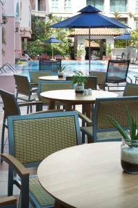 A restaurant or other place to eat at Fraser Place Robertson Walk Singapore (SG Clean)