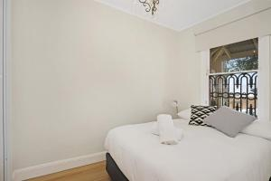 A bed or beds in a room at Newcastle Executive Homes - Oceanview Terrace