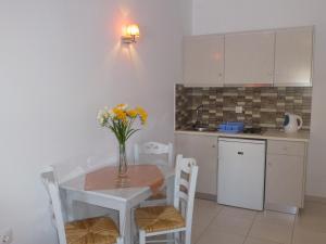 A kitchen or kitchenette at Hotel Agnadi