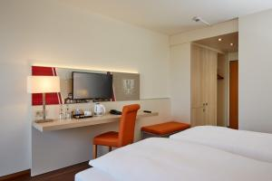 A bed or beds in a room at H+ Hotel Limes Thermen Aalen