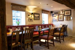 A restaurant or other place to eat at Innkeeper's Lodge Loch Lomond