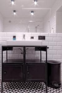 A kitchen or kitchenette at Industrialny Kwadrat