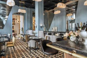 A restaurant or other place to eat at San Francisco Proper Hotel, a Member of Design Hotels