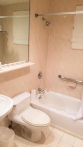 A bathroom at Night Hotel Broadway