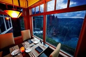 A restaurant or other place to eat at Salish Lodge & Spa