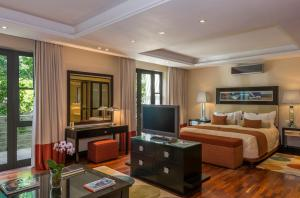 A television and/or entertainment center at Mantis No5 Boutique Art Hotel