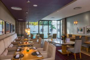 A restaurant or other place to eat at Mantis No5 Boutique Art Hotel