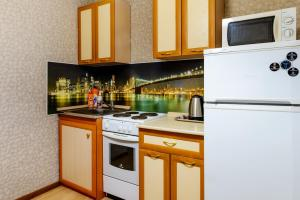 Кухня или мини-кухня в Apartment TwoPillows on Lomonosova 9