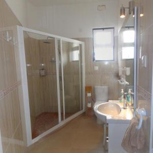 A bathroom at Apartment Downtown Faro