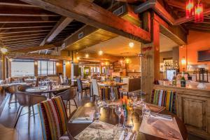 A restaurant or other place to eat at LES CABANES De La Maison Rouge