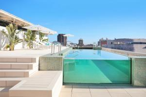 The swimming pool at or close to Iberostar Selection Paseo de Gracia 4 Sup