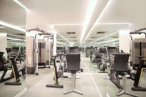 The fitness centre and/or fitness facilities at Iberostar Selection Paseo de Gracia 4 Sup