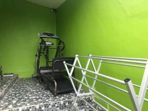 The fitness centre and/or fitness facilities at WW Backpackers