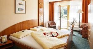A bed or beds in a room at Vitalhotel Krainz