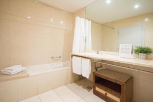 A bathroom at Águas do Gerês - Hotel, Termas & Spa