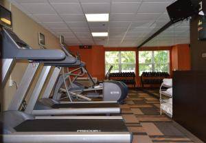 The fitness centre and/or fitness facilities at Courtyard Cape Cod Hyannis
