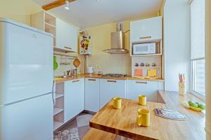Кухня или мини-кухня в RentalSPb Sweet Home на Московском проспекте