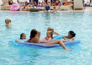 Het zwembad bij of vlak bij Hotel Granit