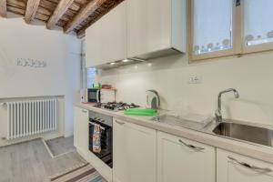 A kitchen or kitchenette at Arsenale Venezia Biennale