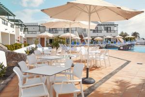 Un restaurante o sitio para comer en Hotel Pocillos Playa