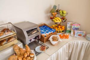 Breakfast options available to guests at Marini Park Hotel