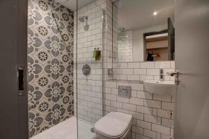 A bathroom at The Temple Inn