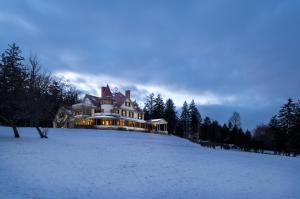 Idlwilde Inn during the winter