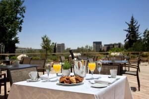 מסעדה או מקום אחר לאכול בו ב-מלון לאונרדו פלאזה ירושלים