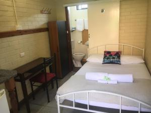 Кровать или кровати в номере A Railway Lodge