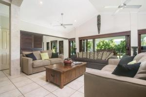 A seating area at Tranquility By The Course Port Douglas